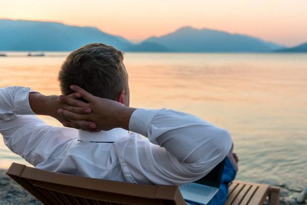 Если человек уходит в отпуск «за свой счет», за это время взносы в ПФ за него платятся