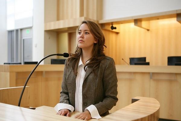Важно правильно вести себя на судебном заседании, чтобы доказать свою правоту