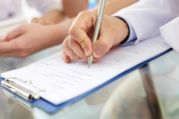 Прежде, чем поставить свою подпись под документом, его следует внимательно изучить – только так можно получить информацию о предстоящих трудовых отношениях
