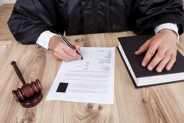 Сам должник может написать заявление, чтобы его признали банкротом