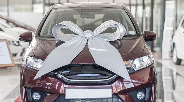 Обязательства по выплате налогового сбора на транспорт возникают сразу после того, как вы регистрируете право собственности на владение тем или иным автомобилем