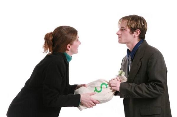 Иногда безработный действительно не имеет места трудоустройства, но получает средства за сдачу в аренду жилья, например, и на эту сумму существует безбедно