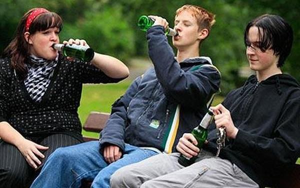 16-летний, распивающий спиртное в общественных местах или курящий, может быть привлечен к административной ответственности