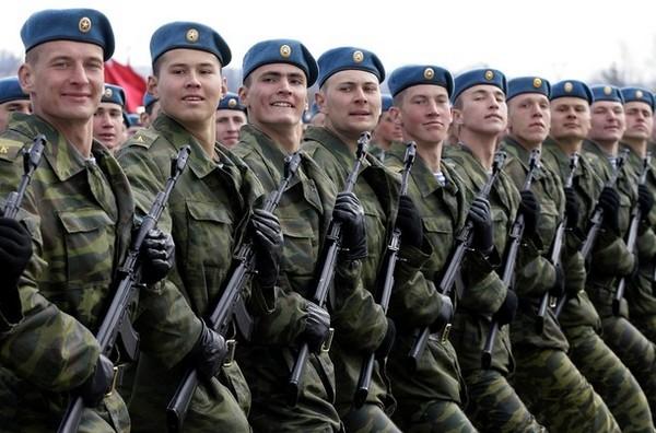 Если военный продолжает служить, пенсию он получать в это время не будет
