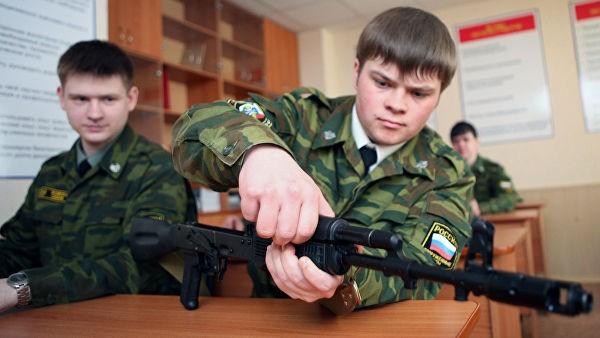 Еще в школе на уроках ОБЖ преподаватели рассказывают об основах военного дела