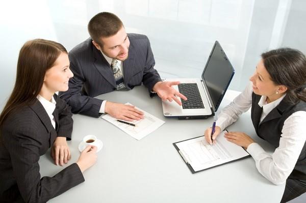 Граждане, принятые на контрактных условиях, считаются государственным служащими, в результате чего на них возлагается определенная ответственность, особенно если организация занимается секретными разработками или обладает секретными данными