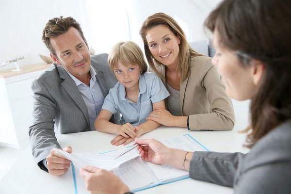 Чтобы взять ребенка из детского дома на воспитание, придется пройти довольно затяжную процедуру оформления