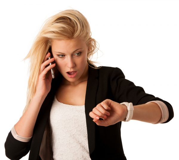 Если работник не приступил к работе в назначенный срок, работодатель вправе разорвать составленный договор или считать его несостоявшимся