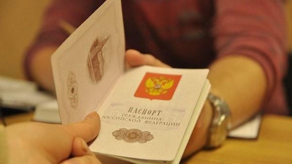 Если бы вы меняли паспорт в связи с его потерей или порчей, то процедура обошлась бы вам в несколько тысяч рублей, но в данном случае она стоит всего 300 рублей