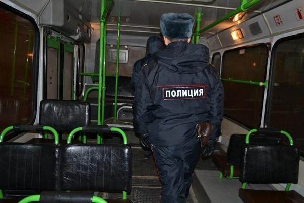 Остановки любого общественного транспорта, как, собственно, и сами транспортные средства, осуществляющие перевозку граждан, являются также местами общественными