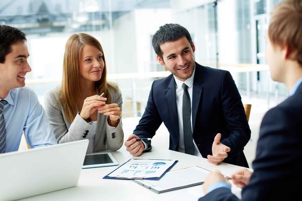 В трудовом договоре указывается место работы сотрудника