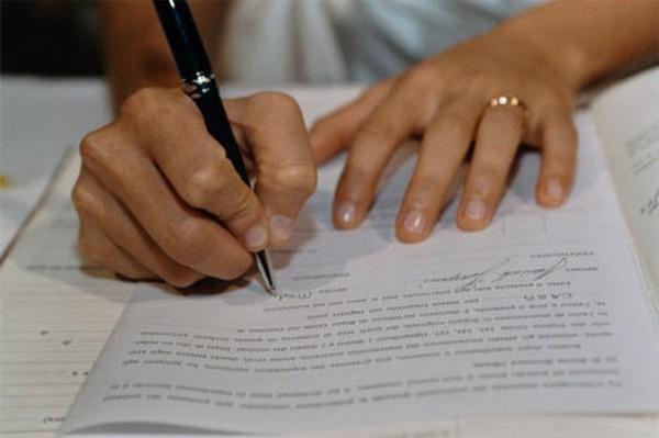 Нужно подать документы в ЗАГС для проведения процедуры