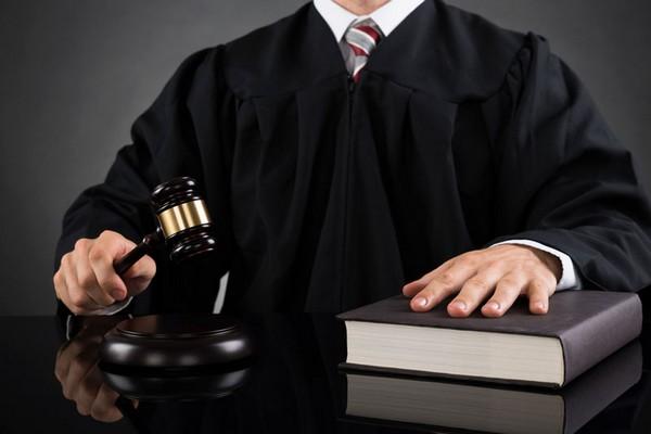 Если сумма долга менее 50000 рублей, иск рассматривает мировой судья