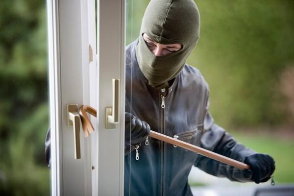 По УК придется отвечать, если человек регулярно проникает на охраняемый объект
