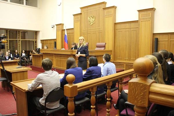 Совет судей РФ решает различные спорные и сложные вопросы, возникающие в работе судебных органов на местах. В него всегда могут обратиться уполномоченные лица и получить, запрашиваемую защиту или же ответ на определенный запрос