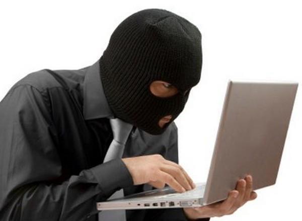Если информация уничтожается лицом, оно будет наказано по ст. 272 УК РФ