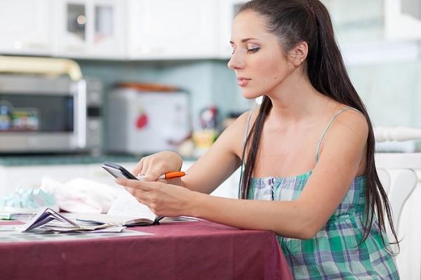 Обращайтесь за получениями средств к работодателю, если официально трудитесь, или к органам социальной защиты