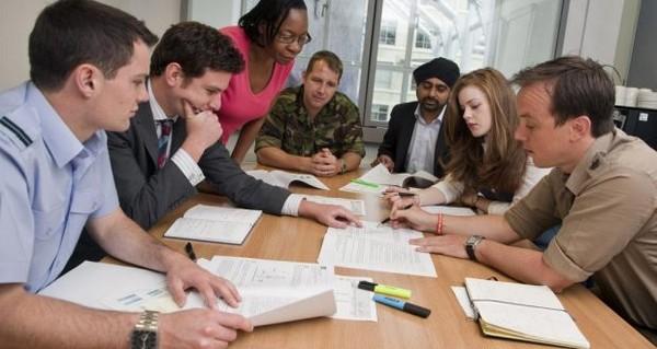 Чтобы стать гражданским служащим, нужно иметь соответствующее образование