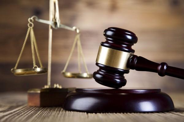 Суд выясняет, не были ли нарушены законы относительно выдвинутого вердикта
