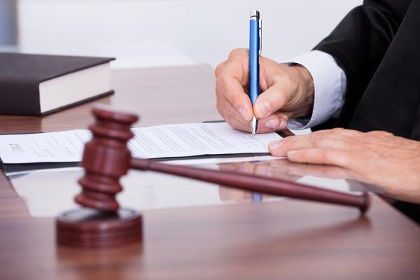 Если супруг не может присутствовать при разводе, возможно оформить доверенность