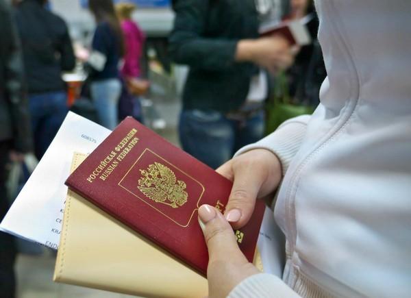 Можно подать документы на замену паспорта не по месту жительства, если на то есть причины