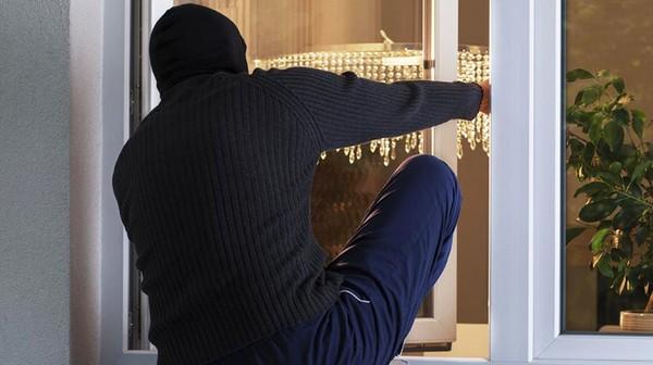 Если кража происходит без ведения посторонних лиц, это считается тайным хищением чужого имущества