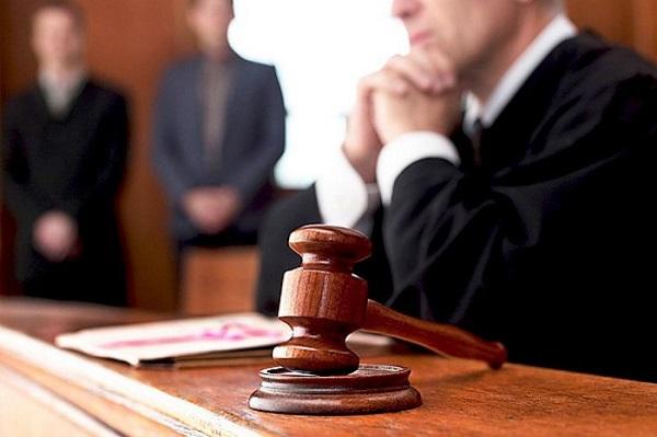 Отказаться от рассмотрения дела судья не может