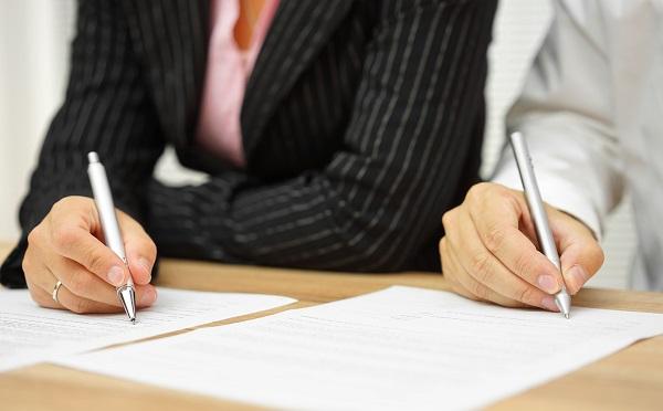 В контракте должны быть оговорены все нюансы обязанностей служащего – именно их он должен придерживаться, выполняя свою работу