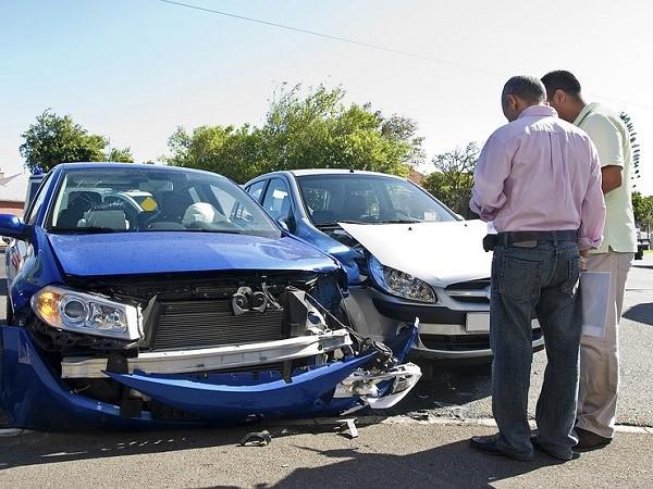 Водитель, ставший виновником аварии, может расплатиться с вами только двумя следующими способами: непосредственно на месте или чуть позже, дав предварительно письменную расписку