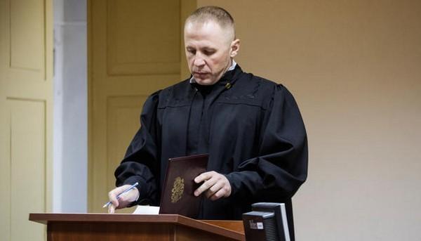 Если в ходе заседания суда было обнаружено игнорирование законов, нарушение прав человека, то дело будет пересмотрено