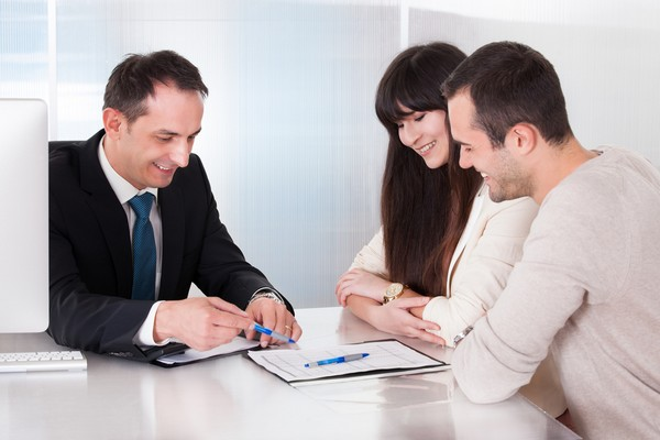 Если недвижимость принадлежит только одному супругу, то в договоре важно указать, что второй не имеет прав на это