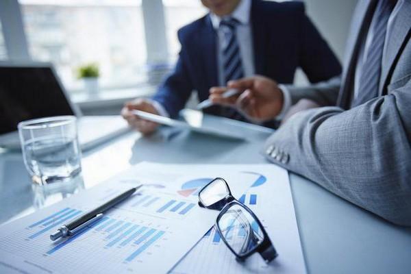 Заниматься предпринимательской деятельностью в РФ может только ИП или юридическое лицо