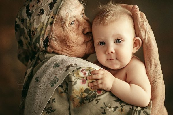 Бабушка взяла опеку над ребенком