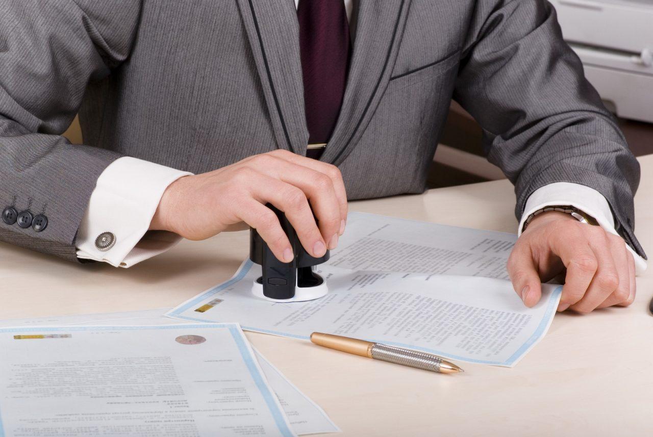 Для выписки через доверенное лицо требуется специальная доверенность