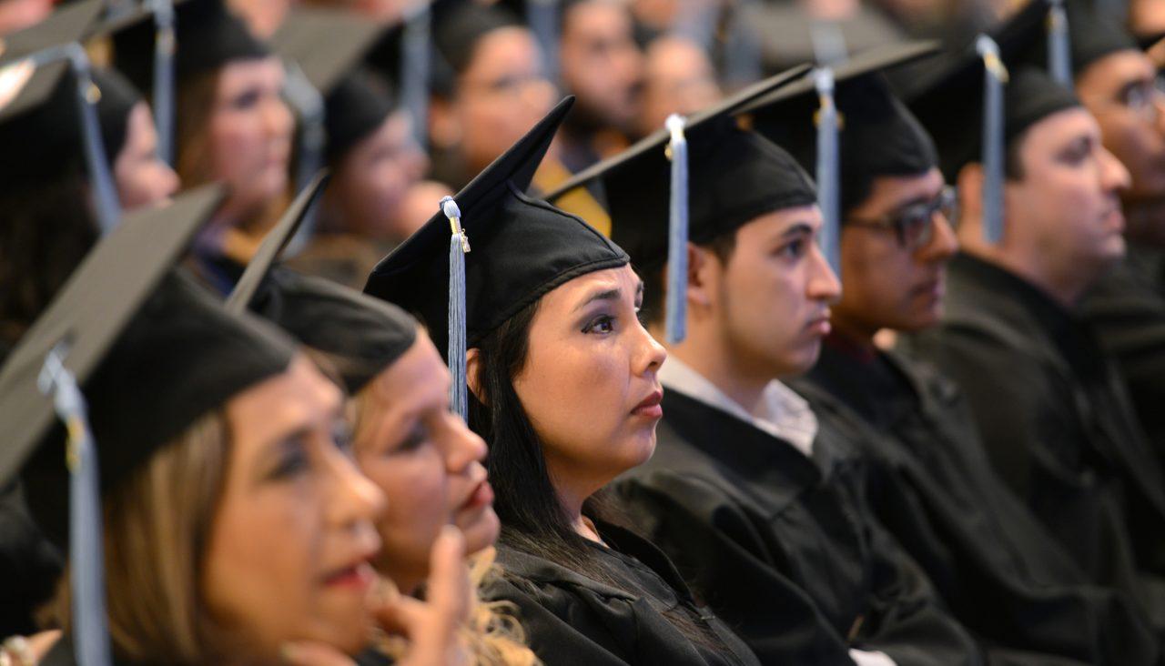 До двадцати лет студент может получать адресную помощь, не являясь льготником