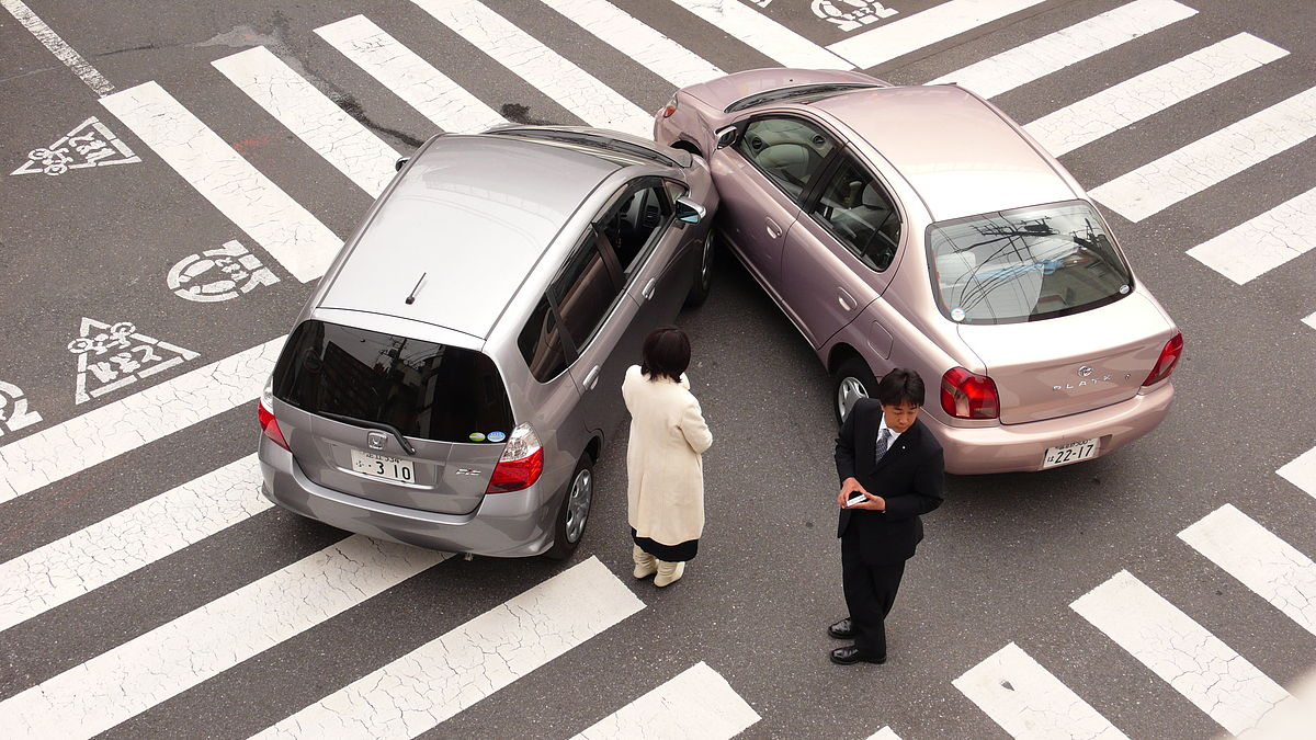 Если авария произошла не по вине водителя, то расходы за ремонт берет на себя страховая компания инициатора