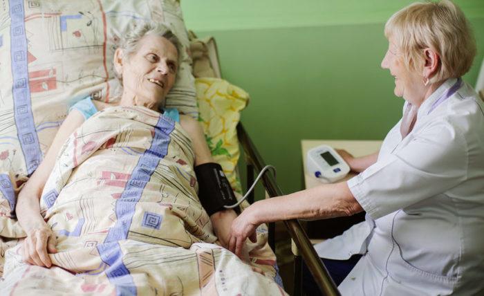 Инвалидность третьей группы требует постоянного наблюдения со стороны врачей