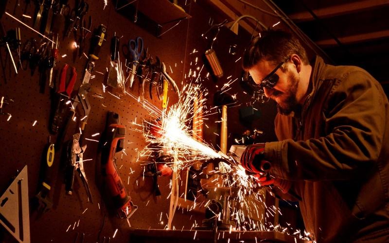 Конституцией оговаривается ряд условий, в которых выполнение трудовых обязанностей невозможно