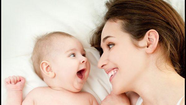 Младенец с матерью