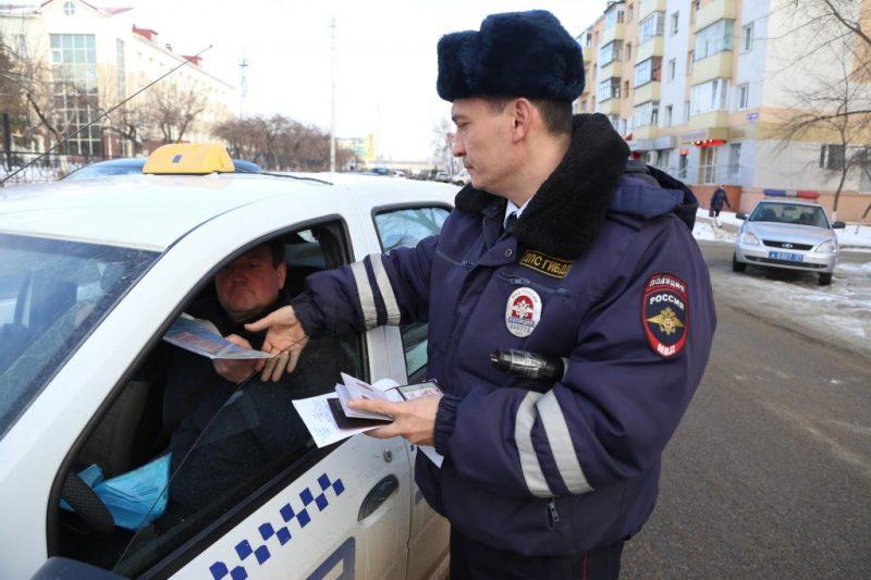 Проверка документов ТС сотрудником ДПС