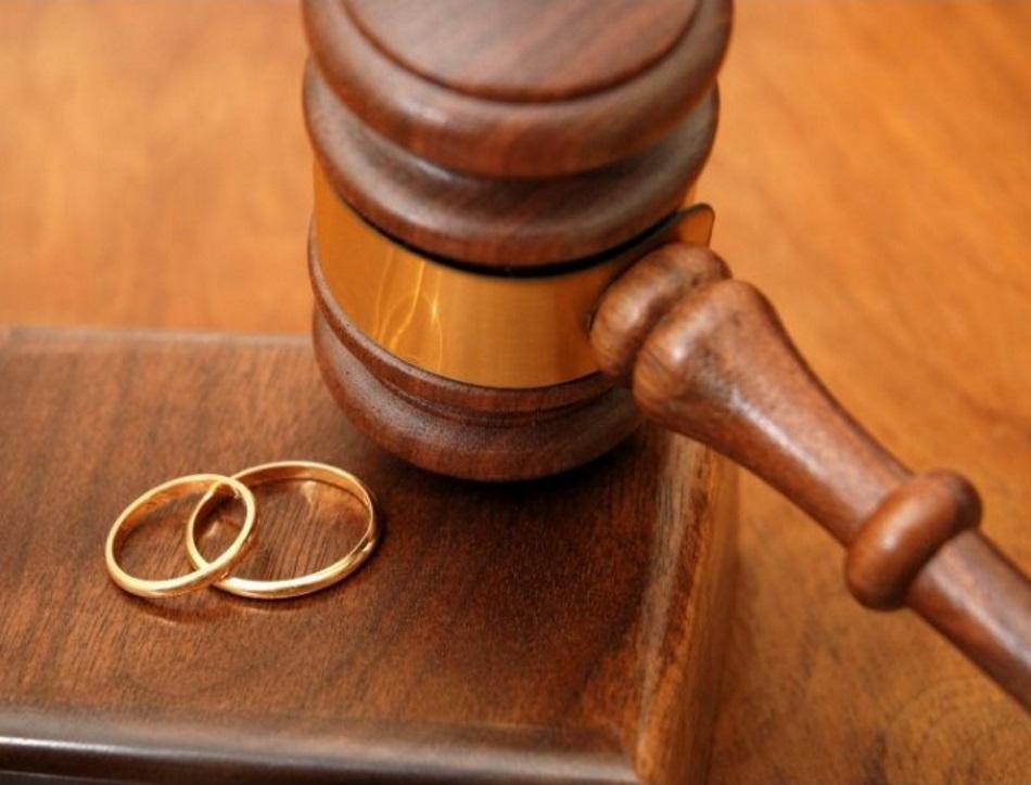 Развод через суд позволяет решить ряд спорных вопросов, возникших у супругов