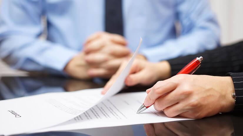 Услуги юриста или нотариуса делают процесс составления договора более дорогим