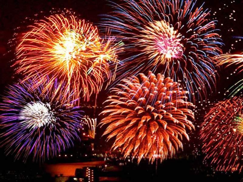 В Новый год салюты разрешается запускать до четырех утра