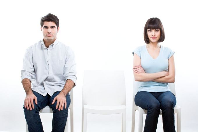 В некоторых случаях один из супругов может скрывать подачу иска о расторжении брака от своего партнера