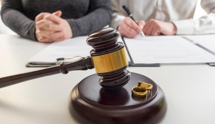 В ряде случаев судья решает дать супругам три месяца на перемирие