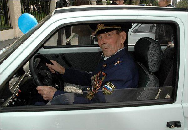 Ветеран получает право на отмену транспортного налога