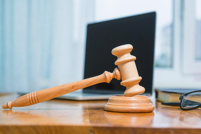 ЗАГС и суд имеют свою компетенцию, которая охватывает разные ситуации