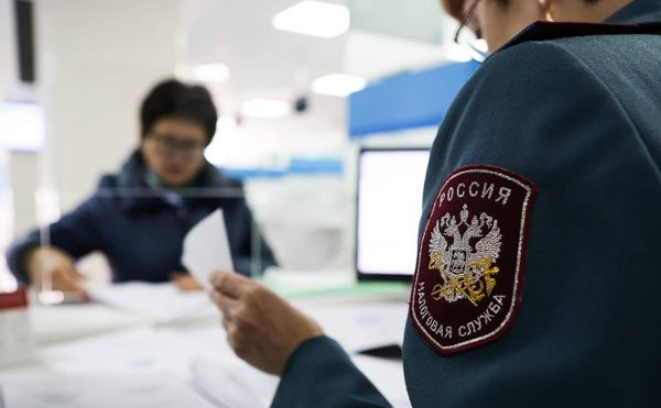 Подача документов сотрудникам ФНС