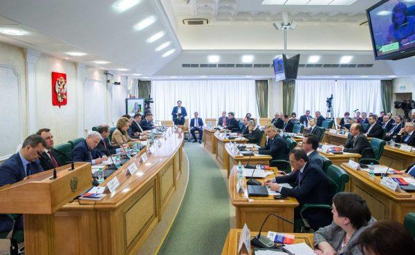 Передача законопроекта членам Совета Федерации в течение 5 дней после его одобрения