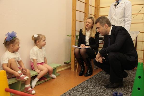 После выбора ребенка сотрудники опеки направят запрос в детский дом